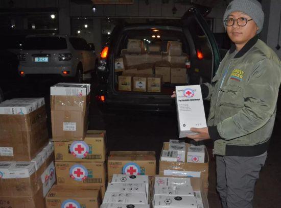 蒙古国向呼伦贝尔捐赠1500个口罩、100瓶洗手液图片