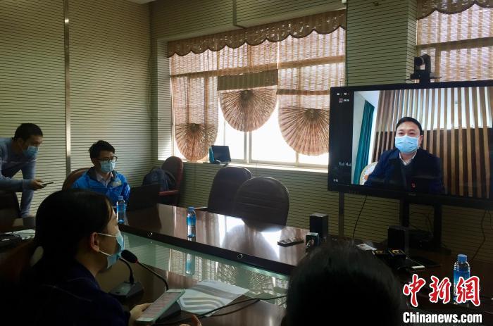 视频连线极速赛车手在线完整版,广西对口支援十堰医疗队领队。 黄令妍 摄
