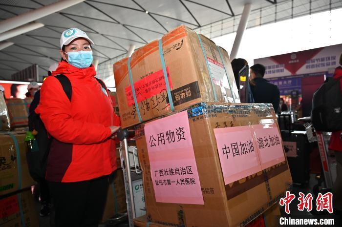 极速赛车手在线完整版,广西对口支援十堰医疗队携带公用物资。 俞靖 摄