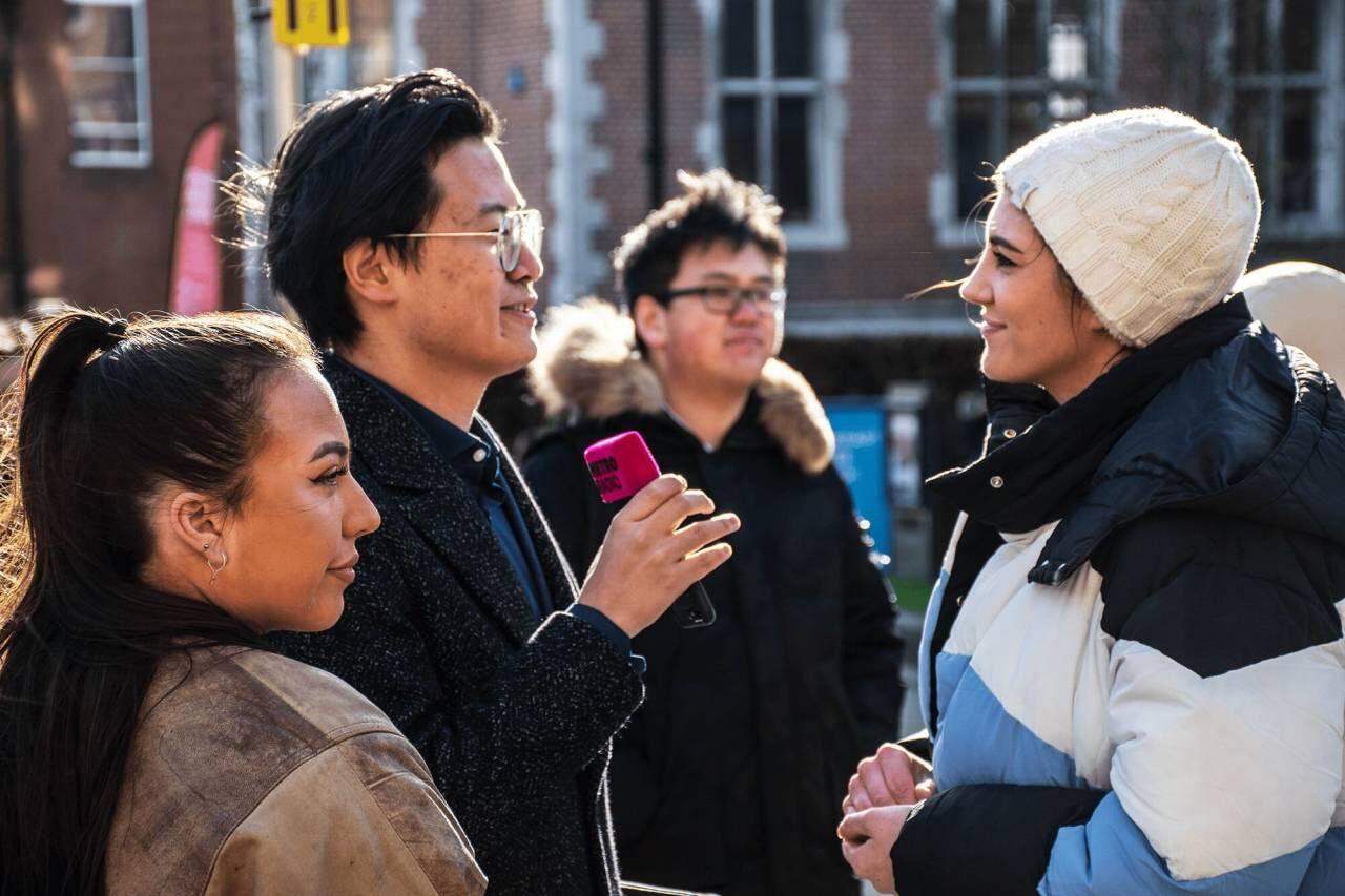 (2月11日,英国纽卡斯尔大学内,部分学生举行反种族歧视集会。图源:纽卡斯尔大学学生会)