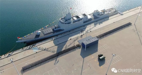 中国海军055型驱逐舰首舰南昌舰归建入列仪式现场。朱西迪 摄