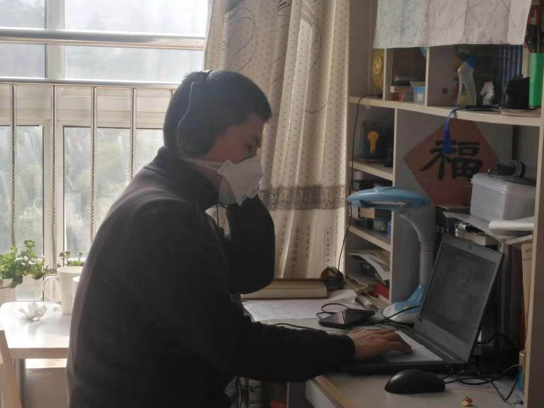 北航学生高睿阳做远程接线员志愿工作。受访者供图