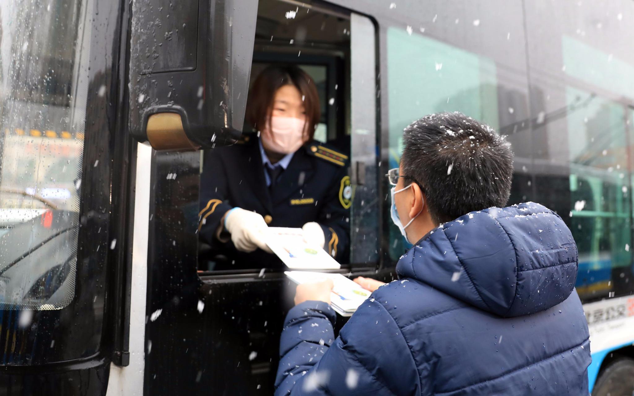 2万余册新冠肺炎防治科普图书送到北京抗疫一线