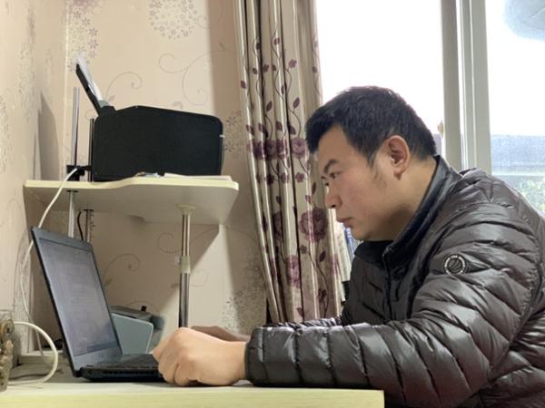 重庆交通大学老师用心传递正能量 帮助学生认识疫情