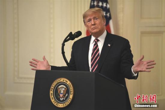 """當地時間2月6日,美國總統特朗普在白宮東廳就彈劾案""""無罪""""裁決發表講話。中新社記者 陳孟統 攝"""