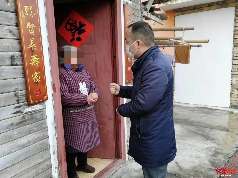 """编快板写微信刷抖音,四川彭州有个疫情防控""""多面手"""""""
