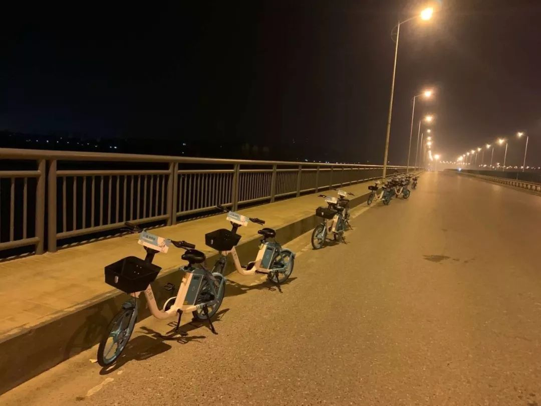 青桔单车在盘龙桥上设置服务点