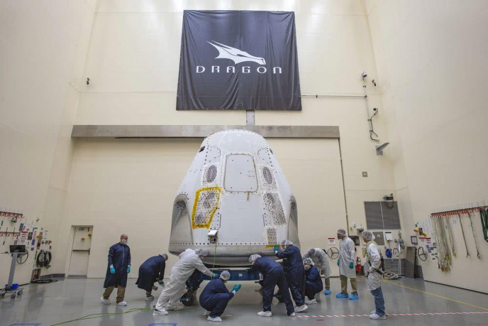 SpaceX载人飞船运抵发射场 即将把宇航员送到空间站