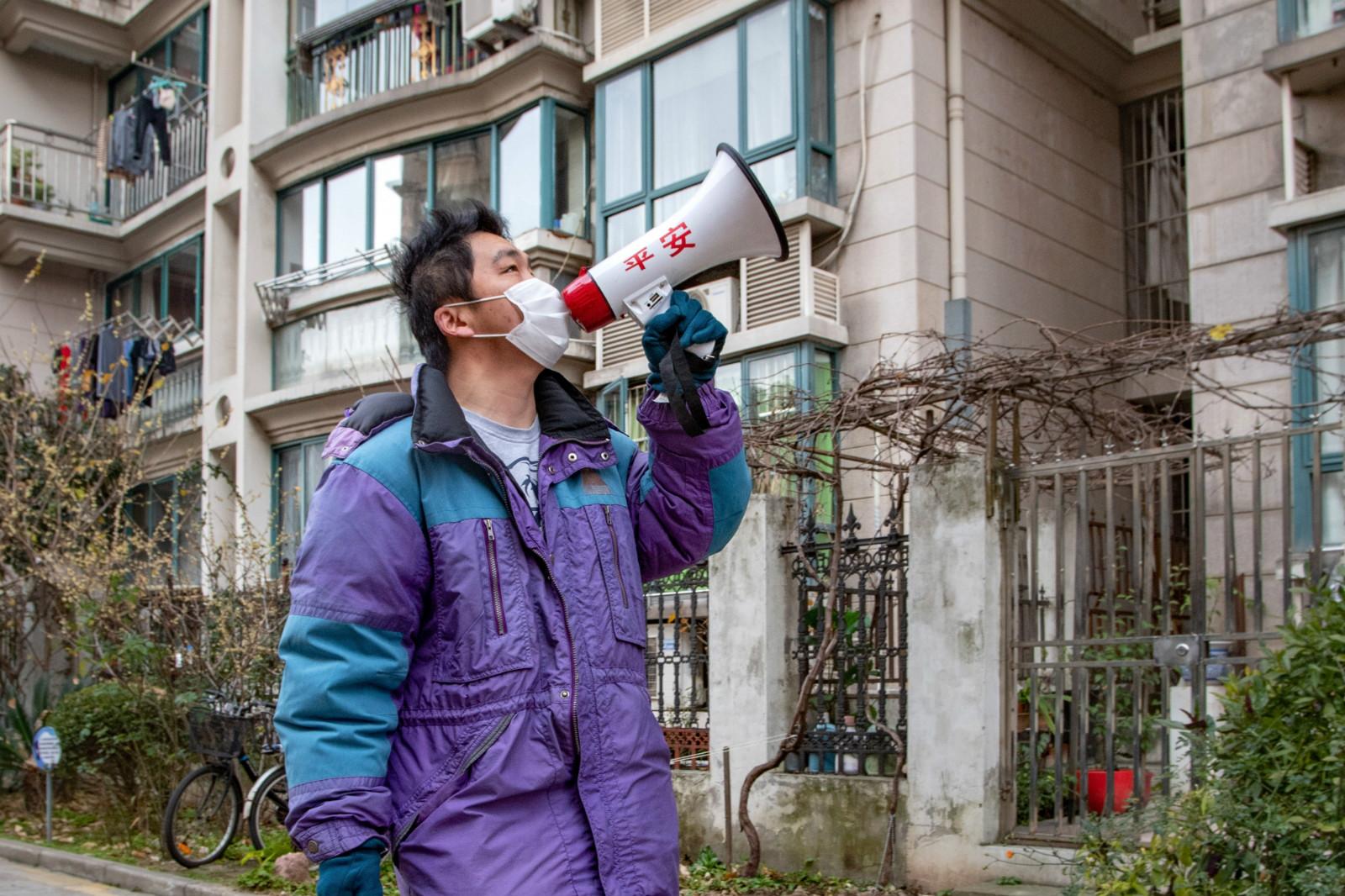 人不够了,社区一线如何减压?杨浦疫情防控问题建议系统上线首日,几十位居民说出了心声……