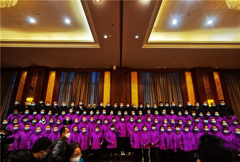 甘肃省第四批支援湖北医疗队出征图片