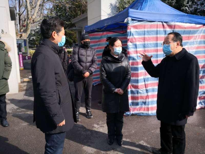 南京市鼓楼区委副书记董伟一行走访我校疫情防控工作