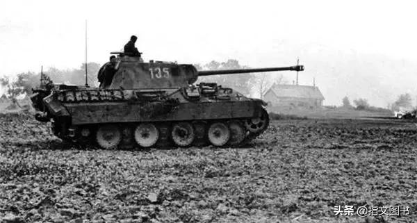 1944年7月底,苏德围绕华沙的争夺战打响了,斯大林却另有打算