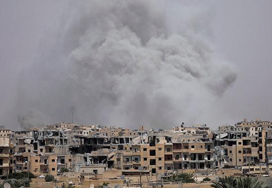 美战机刚升空,机场就爆炸!叙靠民众解放阿勒颇,美车队越过边境