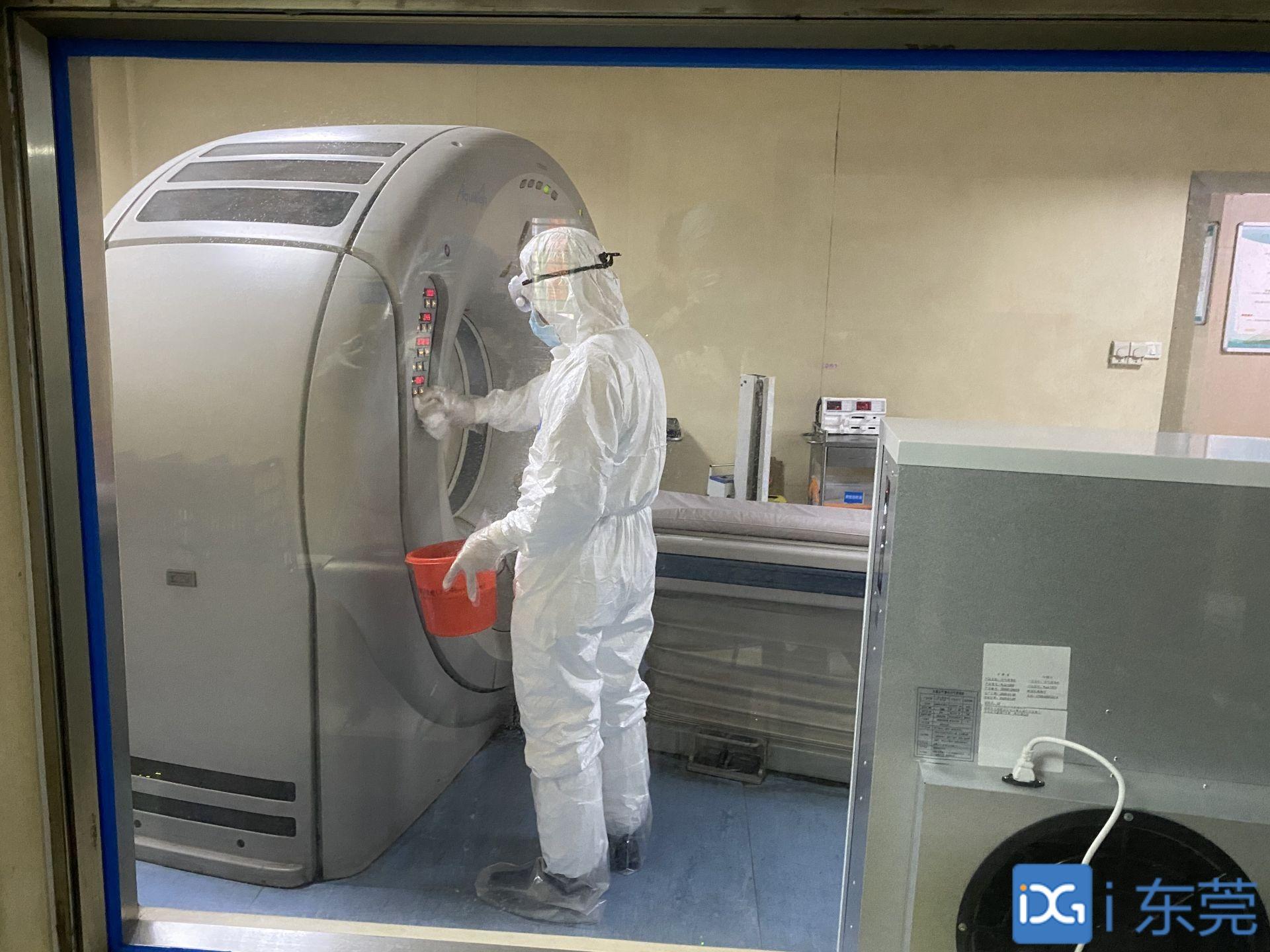 厚街医院放射科唐宇红:有疑似病人检查,他总是冲在最前面