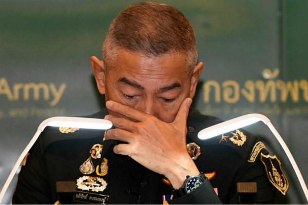 泰国陆军司令含泪为军人枪击案致歉:要怪就怪我,他是巴育身边人
