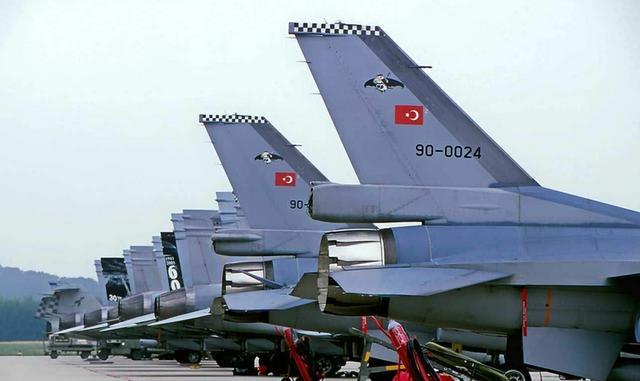 12架F-16想要越境偷袭,俄苏-35升空拦截,亮导弹驱逐土耳其军机