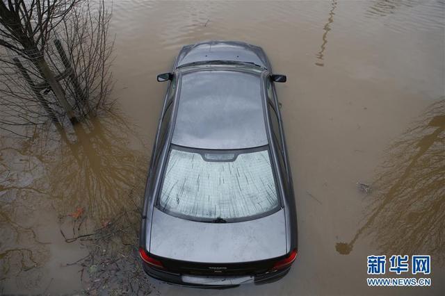 英国部分地区遭受洪水侵袭
