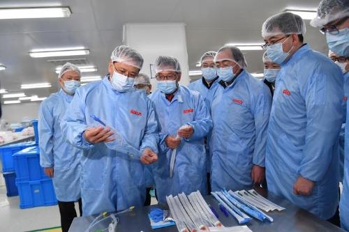 袁家军在绍兴调研医疗物资供应保障强调:小口罩连着大民生