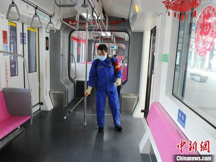 长春轻轨恢复运营应对复工客流 地铁依然全线暂停图片