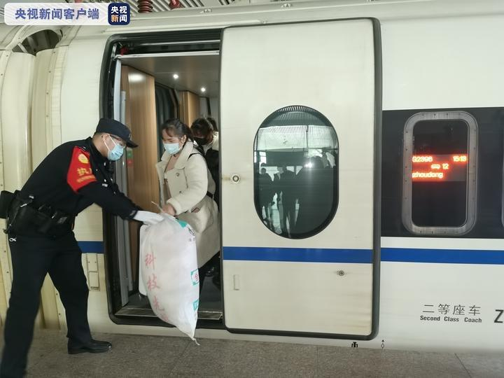 今天又有两趟务工定制专列抵达杭州!总计已有3列图片