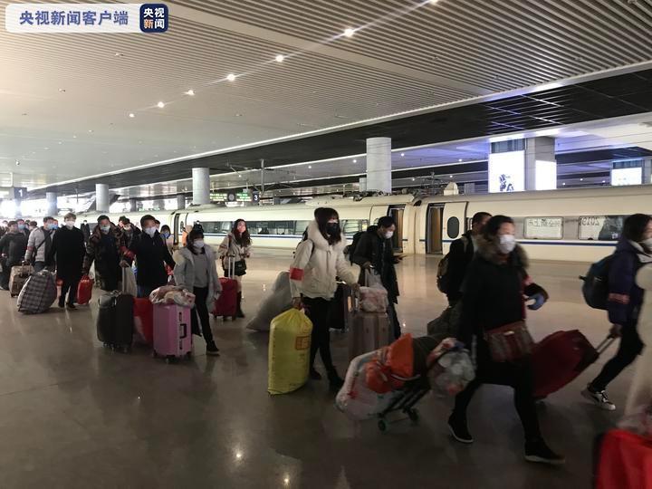 △抵达杭州的定制专列与来杭务工的大量务工职员
