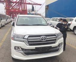 海南自贸区首艘汽车外贸船靠泊海口港