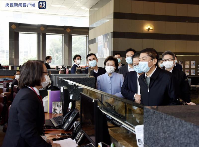 香港中联办主任骆惠宁赴在港中资企业 了解抗击疫情工作图片