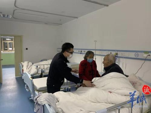 87岁老奶奶寒夜走失,驻村民警辗转将其送回亲人身边