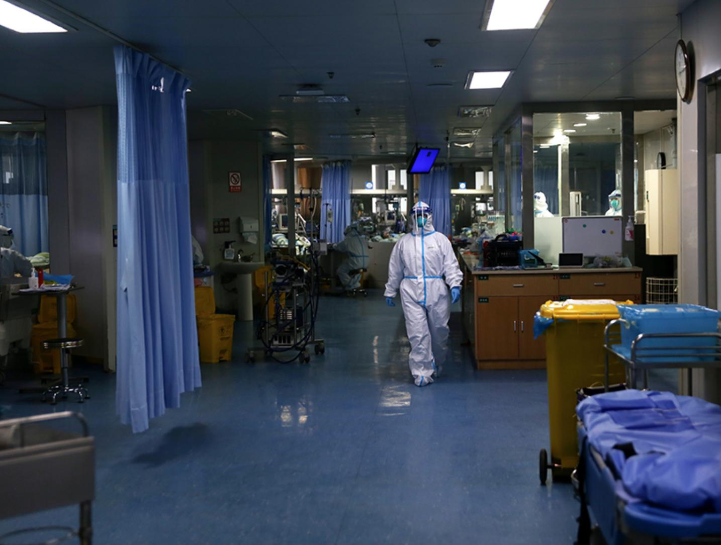 """被""""新冠""""击中的医护们:1716例感染缘何发生"""