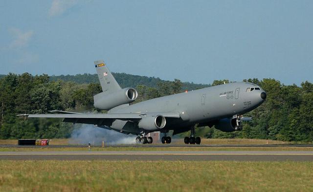 """载油量超160吨,软硬加油管兼容各种飞机,堪称美军""""空中油库"""""""