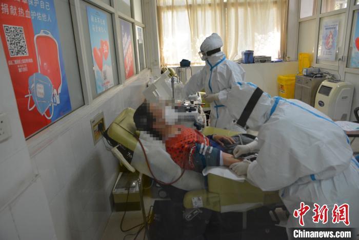 河南郑州首例新冠肺炎康复者捐献血浆图片