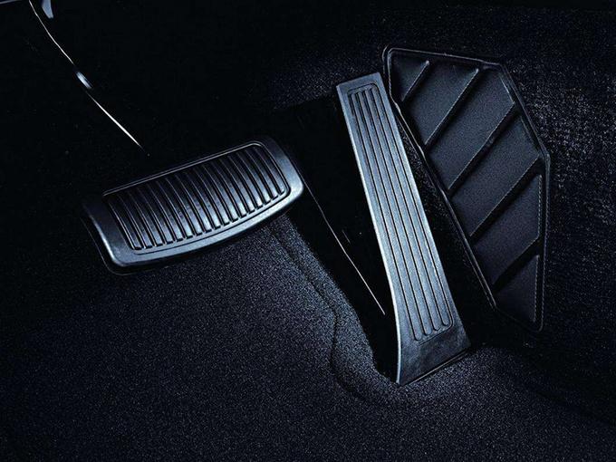 汽车油门踏板的种类,这两种踏板究竟有什么区别,哪种更好