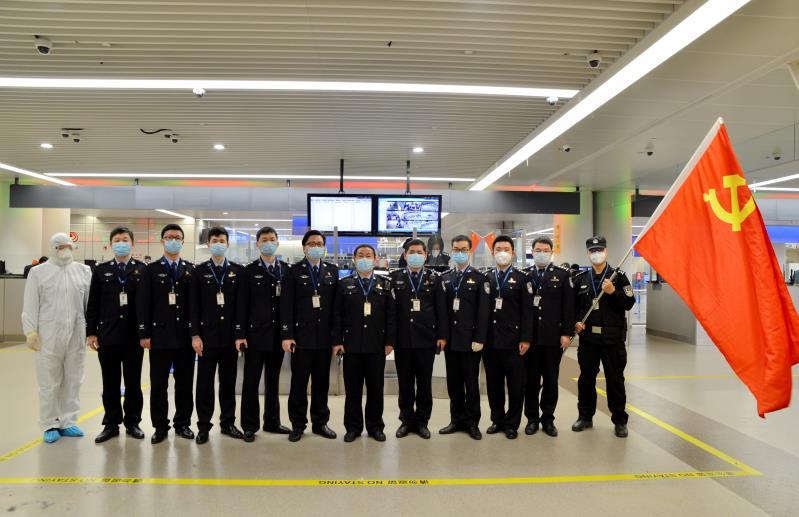 上海机场边检人奋战国门抗疫一线