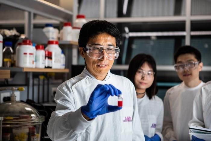 科学家在量子点太阳能电池效率方