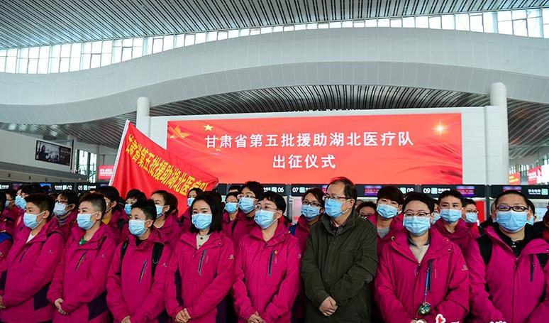 林铎为甘肃省第五批援助湖北医疗队授旗并作动员讲话图片