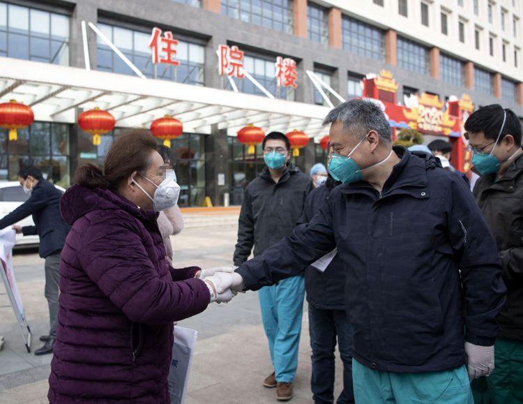 武汉协和西院区31名新冠赢咖2肺炎重症患者治愈出院 |组图图片