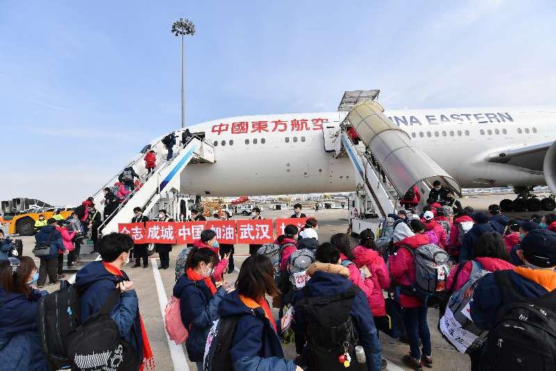 东航派大型宽体客机运送医护人员援鄂 单日运输量超千人图片