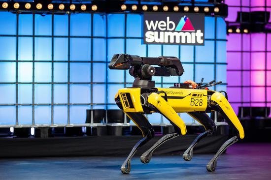 机器狗Spot执行任务遇挑战 波士顿动力:正更新改进