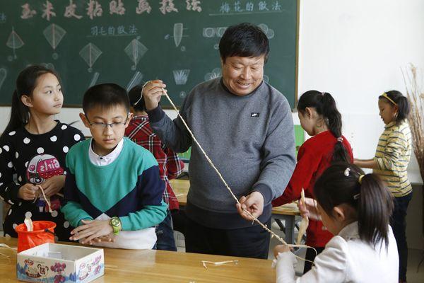 内蒙古赤峰乡村学校:没安排讲新课 鼓励孩子绘画和锻炼图片