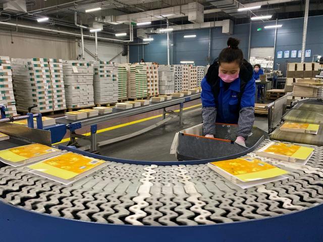 确保课前到书,唐山北京疏解印刷企业24小时全力生产