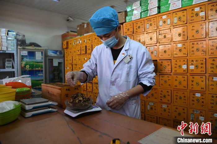 甘肃农村未发生疫情扩散 中医药深度介入治疗图片
