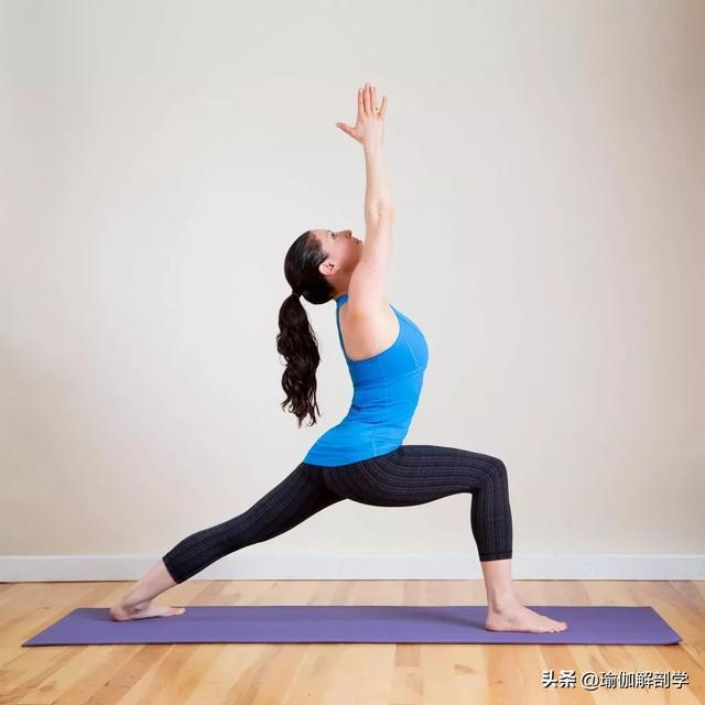 在家常做这12个瑜伽动作,消除拜拜肉,练就天鹅臂