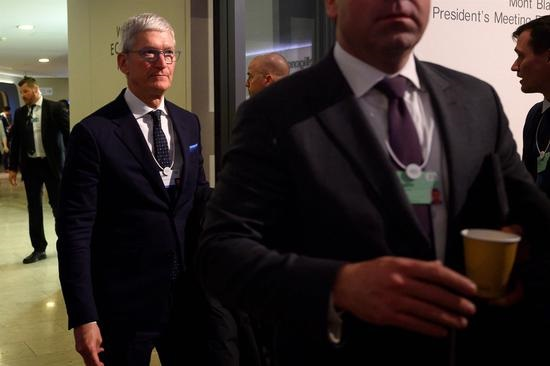 """男子私闯苹果CEO库克住宅,试图送上""""鲜花和一瓶香槟"""""""