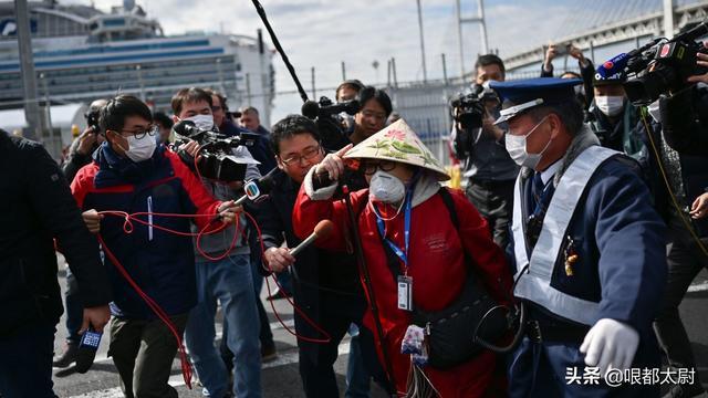 日本官方2人感染,情况危急!右翼骂安倍无能,叫嚣取消奥运会