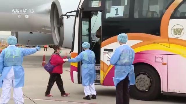 """第二批中国乘客离开日本""""钻石公主""""号邮轮(图4)"""