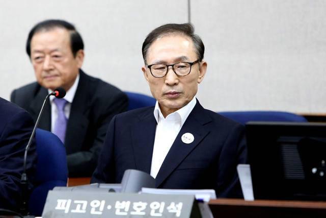 韩国前总统李明博获刑17年 收受巨额贿赂不知反省