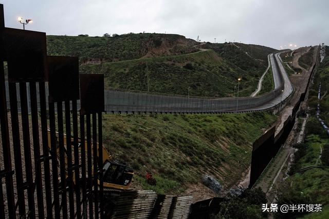 """「烟云江湖」从美墨边境墙想到那堵著名的""""冷战墙""""-""""柏林墙"""""""