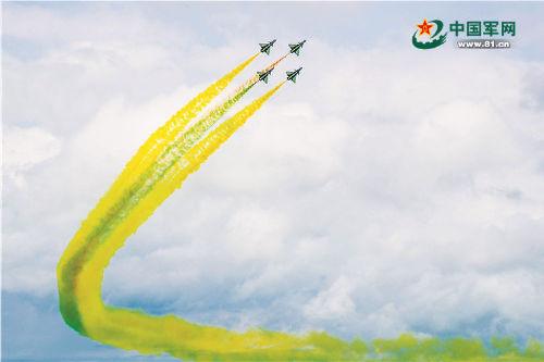 八一表演队歼10战机完成新加坡航展任务回国
