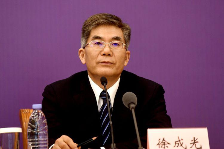 交通运输部办公厅主任徐成光回覆记者提问。