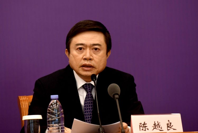 民政部下层政权建立和社区管理司司长陈越良回覆记者提问。